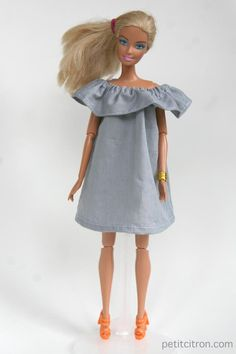 Nouveau DIY : une robe volantée pour Barbie | tutoriels de couture | Blog de Petit Citron Barbie Sewing Patterns, Doll Clothes Patterns, Diy Barbie Clothes, Diy Clothes, Barbie Style, Habit Barbie, Models Men, Barbie Collector, Barbie And Ken