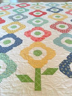 Carried Away Quilting sews the Primrose Quilt (from Fat Quarter Style by It's…