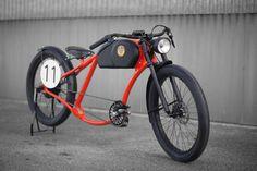 Un vélo électrique réalisé par le studio OTO basé à Barcelone avec un style incroyable et une vitesse de pointe pouvant atteindre les 65 km/h.