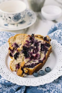 If you& been craving that perfect breakfast recipe that also doubles as a sweet, anytime snack, this Blueberry Muffin Loaf is the bread recipe of your dreams! Easy Cake Recipes, Bread Recipes, Dessert Recipes, Dessert Ideas, Drippy Cakes, Blueberry Desserts, Blueberry Loaf, Perfect Breakfast, Blue Berry Muffins