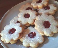 Klasszikus lekváros linzer Recept képpel - Mindmegette.hu - Receptek Doughnut, Cookies, Baking, Food, Crack Crackers, Biscuits, Bakken, Essen, Meals