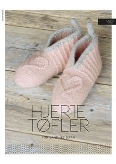 Garn-Kit Tovade Hjertetoffler, Design Kongle By Sigrun Knit Crochet, Knitting Patterns, Slippers, Arrow Keys, Close Image, Color, Design, Tricot, Stapler