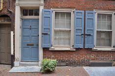 front door color for orange brick house House Shutter Colors, Front Door Colors, House Colors, Front Doors, Nautical Shutters, Blue Shutters, Best Exterior Paint, Exterior Paint Colors, Cedar Porch Posts