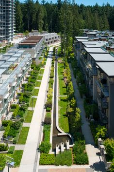 It's rare for a community's landscape to be built before any of its homes or buildings are in place. But that's exactly how Wesbrook Village on the University of British Columbia's Vancouver campus got its remarkable start. Landscape Architecture Design, Urban Architecture, Parque Linear, Urban Ideas, New Urbanism, Linear Park, Green Street, Urban Park, Modern Landscaping