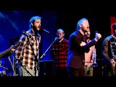 """The National & Bon Iver perform """"Vanderlyle Crybaby Geeks"""" on Q"""