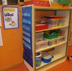 LA CLASE DE MIREN: mis experiencias en el aula: RINCÓN DE LETRAS A Classroom, Classroom Organization, Ideas Para Organizar, Literacy Centers, Locker Storage, Bookcase, Ikea, Shelves, Furniture