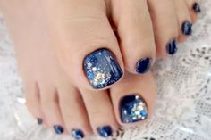Pedicure Nail Art Designs for Fall - A perfect looking pedicure can instantly upgrade your look, so polish your toenails to perfection keeping up with the latest tendencies by drawing inspiration from the following pedicure nail art designs for fall.
