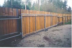 Wood Fence Styles Ideas [Best of Wood Fence Designs] Sliding Fence Gate, Wood Fence Gates, Wood Fence Design, Wooden Gates, Diy Fence, Gate Design, Fencing, Wooden Fences, Front Fence
