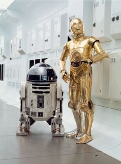 Star Wars: Episode IV - A New Hope has a silver leg. Droides Star Wars, Star Wars Meme, Star Wars Droids, Star Wars Fan Art, Images Star Wars, Star Wars Pictures, Star Wars Wallpaper, Star War 3, Star Wars Poster