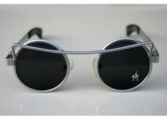 sunglasses Steampunk sunglasses vintage gold round sunglasses silver round sunglasses techno rock industrial NOS unusual Ronda Steampunk de gafas de sol gafas de sol vintage oro Round Metal Sunglasses, Stylish Sunglasses, Sunglasses Women, Men Sunglasses Fashion, Techno, Steampunk Sunglasses, Cool Glasses, Fashion Eye Glasses, Punk Art