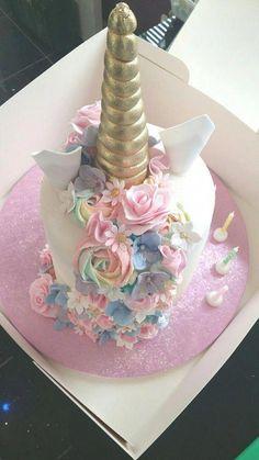 Unicorn cake (back) Pastel de unicornio (espalda) Beautiful Cakes, Amazing Cakes, Unicorn Birthday Parties, Birthday Cake, Birthday Ideas, 8th Birthday, Cake Unicornio, Girl Cakes, Savoury Cake