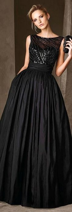 20+ Elegant Black Gown And Dresses For Long