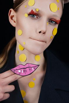 Makeup artist Heidi North and photographers Tré & Elmaz debut their beauty story Le Papier for our Young Blood series. Paper Makeup, Makeup Collage, Pop Art Fashion, Make Up Art, Beauty Shots, Arte Pop, Creative Makeup, Art Plastique, Beauty Make Up