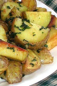 Potato Sides, Potato Side Dishes, Vegetable Side Dishes, Potato Recipes, Vegetable Recipes, Garlic Potatoes Recipe, Lebanese Recipes, Side Dish Recipes, The Fresh
