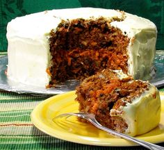 Pastel de zanahoria / Carrot cake (with nuts, raisins, coconut, and pineapple) Mexican Food Recipes, Sweet Recipes, Cake Recipes, Dessert Recipes, Desserts, Coconut Recipes, Healthy Recipes, Spanish Dishes, Pan Dulce