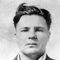 """On Oct. 28, 1934, thousands attended a rowdy funeral service for legendary gangster """"Pretty Boy Floyd"""" in Oklahoma."""
