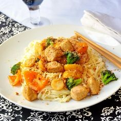 A 20 minute workday meal! Honey Sriracha Chicken and Noodles - speedy noodles plus quickly stir fried chicken and vegetables in a spicy sweet sauce. Even the busiest day has time for this delicious dish..