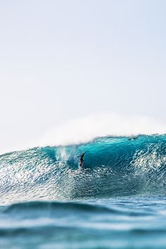 surf4living: Mark Healey, the drop. Photo by Zak Noyle