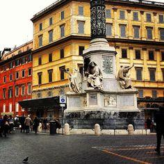 Na Janelinha para ver tudo: A charmosa Piazza di Spagna e a Scalinata della…