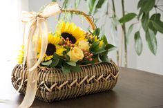 Flower arrangement / Arreglo Floralhttp://boutique.prunier.mx/collections/les-paniers/products/tournesol