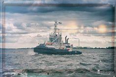 nice Fotografie »Schlepper GEESTE auf der Weser Bremerhaven«,  #Hafenbilder