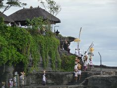 Termina la ceremonia del mar en Tanah Lot