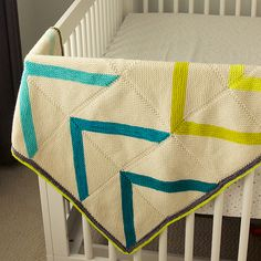 Fly Away Blanket by TIn Can Knits No matter how tiny they are now, one day they will grow up and fly away! Inspired by flying geese quilt motifs, this modern geometric blankie is perfect for a new addition or a grown baby flying off to college. Knitting Designs, Knitting Patterns, Knitting Ideas, Blanket Patterns, Knitting Projects, Weaving Patterns, Baby Patterns, Crochet Pattern, Stitch Patterns