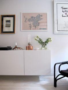 IKEA kitchen cabinets as sideboard Home Interior Design, Interior Architecture, Interior Decorating, New Living Room, Home And Living, Living Room Inspiration, Interior Inspiration, White Sideboard, Cabinet Decor