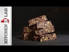 Chocolate energy bars with nuts by Greek chef Akis Petretzikis! Super nutritious and delicious energy bars made with chocolate, nuts, cranberries and coconut! Metabolic Type, Ab Blood Type, Energy Bars, Granola Bars, Greek Recipes, Healthy Snacks, Healthy Eating, Snack Recipes, Clean Eating