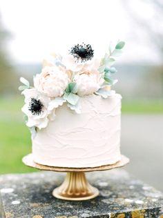 Romantic brides rejoice and enjoy this curated collection of Romantic Floral Wedding Cakes... they are simply breathtaking!!!  Barbados Wedding  Para obtener información, acceda a nuestro sitio   https://storelatina.com/barbados/travelling #바베이도스 #laBarbade #ബാർബഡോസ് #Barbadoss