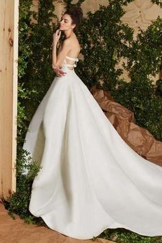 Carolina Herrera abiti da sposa 2017 - Vestito ampio con schiena scoperta