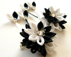 Kanzashi Fabric Flowers. Set of 2 hair clips. Black and white.