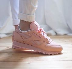 d78ef031038 WOMEN CLASSICS REEBOK X FACE STOCKHOLM CLASSIC LEATHER SPIRIT modesty -  Google Search Classic Leather,