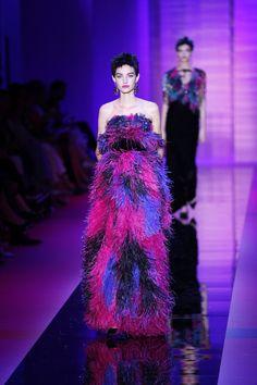 Pin for Later: Die 36 atemberaubendsten Kleider der Haute Couture Fashion Week in Paris Armani Privé Haute Couture Herbst/Winter 2015