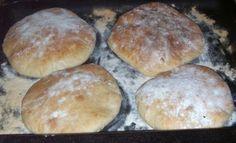 Somuni za pljeskavice - domaći recepti Bosnian Bread Recipe, Bosnian Recipes, Bosnian Food, Dobos Torte Recipe, Kiflice Recipe, Croatian Cuisine, Bread Recipes, Cooking Recipes, Breakfast Crepes