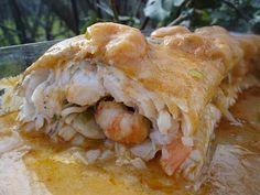 Merluza rellena de langostinos, gambas y gulas, sofritas con coñac. Salsa: harina, poquito tomate, coñac y fondo de pescado