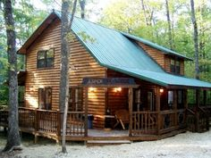 Heartpine Hollow cabins in southeast Oklahoma offer luxury cabins amidst a gorgeous forested area near Beavers Bend State Park.