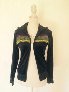 Upcycling - Veste ruban motif africain, noire à capuche par cewax - Gil - Afrikrea