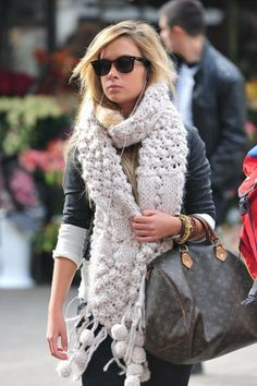You can't go wrong with this scarf and a LV bag. <3