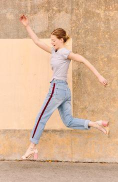 DIY side-stripe pants. Click through for the tutorial. #nosew #pants #stripes #fashion #fashiondiy #diy #tutorial