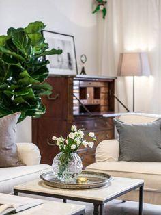 Post: Salón con chimenea y librería empotrada --> blog decoración nórdica, decoración de salon, estilo nórdico escandinavo, estilo nórdico piso, librería empotrada, salón con chimenea, salon nordico chimenea abierta, tele en salón
