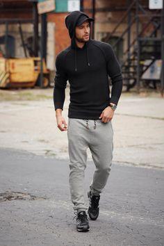 So sieht es aus, wenn Gemütlichkeit auf Coolness trifft. Die Sweathose und Kapuzenpullover sind aufgrund ihres lässigen Styles mehr als alltagstauglich und finden mit den adidas Originals das perfekt abgestimmte Schuhwerk.