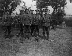 MINISTRY INFORMATION FIRST WORLD WAR OFFICIAL COLLECTION (Q 17340)   Machine gunners, 2nd Battalion Scots Guards, Calonne.WW I