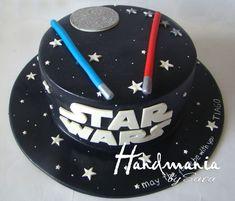 39+ Ideias de Bolo Star Wars > Sensacionais #BoloStarWars #Bolo #StarWars #FestaStarWars Bolo Star Wars, Starwars, Birthday Cake, Baby Shower, Desserts, Food, Star Wars Party, Cake Ideas, Birthday Cakes