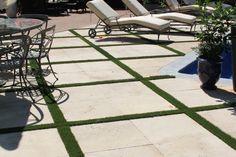 Natursteinplatten im Garten Home Decor, Natural Stones, Garten, Homemade Home Decor, Decoration Home, Interior Decorating