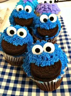 DIY Cookie Monster Cupcake Idea For Kids street made by Blu… - Cupcake Decoration Ideen Cookie Monster Cupcakes, Oreo Cupcakes, Yummy Cupcakes, Cupcake Cookies, Cupcake Mix, Strawberry Cupcakes, Cute Cupcake Ideas, Gourmet Cupcakes, Easter Cupcakes