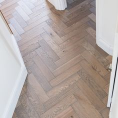 Herringbone parquet floors with a twist or modern. Unlike traditional parquet blocks the Zigzag range of floors are engineered with a bevel edged European Oak wear layer which is bonded … Diy Flooring, Parquet Flooring, Wood Floor Design, Underfloor Heating Systems, Herringbone Wood Floor, Hardwood Tile, Engineered Wood Floors, Bathroom Floor Tiles, Zig Zag
