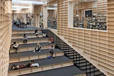 Kütüphane ahşap merdiven iç mekan library wooden stair interior