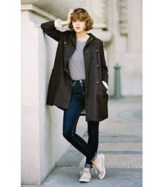 @Who What Wear - Go ultra-casual with an effortless day-coat and a pair of your favorite converse.    Street Style – Vanessa Jackman