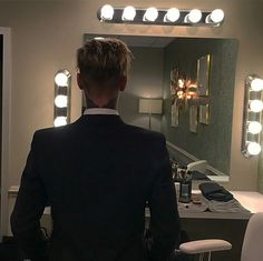 Justin Bieber Debuts New Wings Tattoo!: Photo Justin Bieber has yet another tattoo to add to his collection - this time a pair of wings, which can be seen on the back of his neck. The singer debuted… Ontario, Justin Bieber Style, Pop Musicians, Thing 1, Inappropriate Jokes, Celebs, Celebrities, Dear God, My Guy